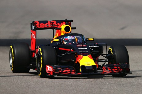 f1-russian-gp-2016-daniel-ricciardo-red-bull-racing-rb12-with-the-aeroscreen